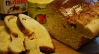 Het Belgische suikerbrood is een mals wit brood met grove stukjes suiker die soms hard zijn om op te bijten.